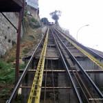 Tomando un ascensor en Valparaíso