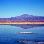 Reflejo de las montañasas sobre laguna del Salar de Atacama